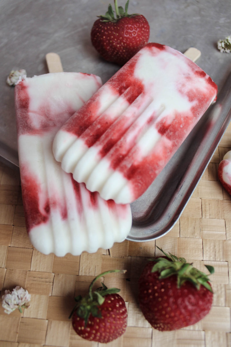 strawberry greek yogurt popsicle